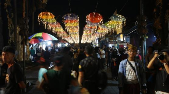 Tanah Lot Art & Food Festival # 3 Selfie Spot Invaded by Visitors