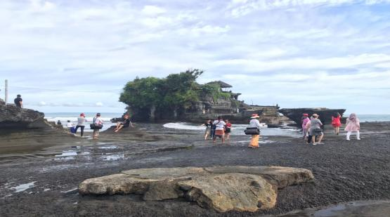 Galungan-Holiday-at-Tanah-Lot.html