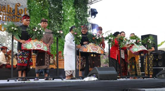 Tanah-Lot-Art-and-Food-Festival-3-Was-Opened-with-Colossal-Okokan-Show.html