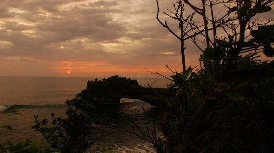 Sunset-Seeing-at-Batu-Bolong-Temple-Tanah-Lot.html