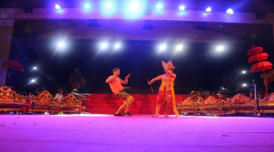 Joged-Bumbung-Mebarung-Dance-Become-a-Fascinating-Closure-in-the-Last-Day-of-Tanah-Lot-Art--Culture-Weekend-Event.html