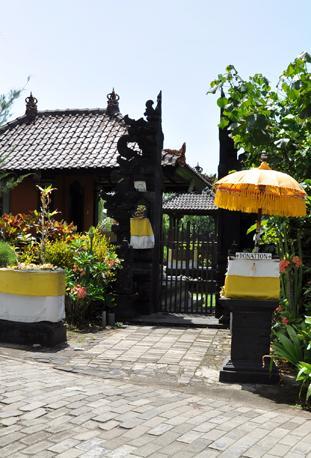 Jro-Kandang-Temple.html